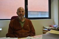 Carlos Fernández de Casadevante sentado en su despacho de la facultad de Vicálvaro de la URJC