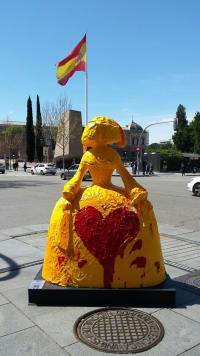 """Figura de la menina realizada por Mayte Spínola (""""Mi corazón es España"""")"""